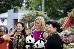 Sophie Raworth poses with visitors at RHS Chelsea Flower Show 2017